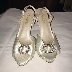 David's Bridal Michaelangelo Makenzie pumps 9M
